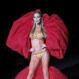 Ángela Ponce un traje vaporoso de la colección primavera/verano de Andrés Sardá