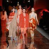 Diseños anaranjados y marrones de la colección primavera/verano 2019 de Pedro del Hierro