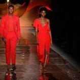 Vestido y traje rojos de la colección primavera/verano 2019 de Pedro del Hierro