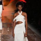 Vestido blanco asimétrico de la colección primavera/verano 2019 de Pedro del Hierro