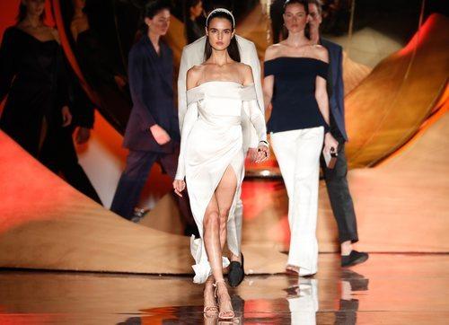 Vestido blanco en palabra de honor de la colección primavera/verano 2019 de Pedro del Hierro