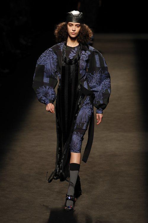 Vestido estampado de la colección otoño/invierno 2019/2020 de Juan Vidal