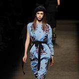 Vestido azul de la colección otoño/invierno 2019/2020 de Juan Vidal