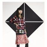 Doona Bae con un jersey oversize a cuadros posando para el lookbook Pre-Fall 2019 de Louis Vuitton