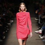 Modelo vestido corto de la colección otoño/invierno 2019/2020 de Jorge Vázquez