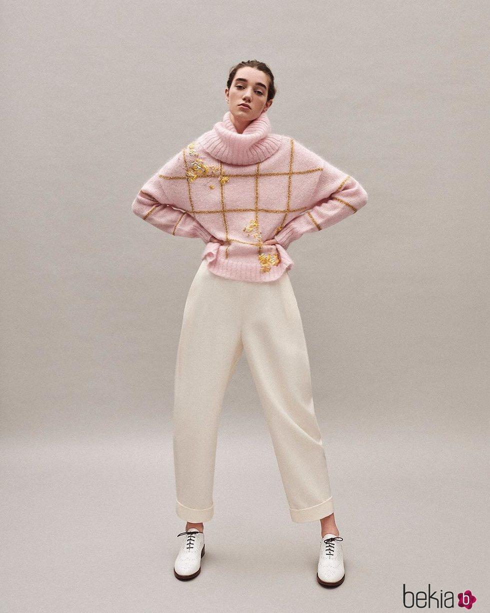 Jersey rosa cuello alto colección Pre-Fall 2019 de Delpozo