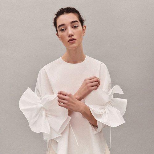 Camisa blanca con volantes colección Pre-Fall 2019 de Delpozo