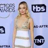 Margot Robbie con vestido blanco en los SAG Awards 2019