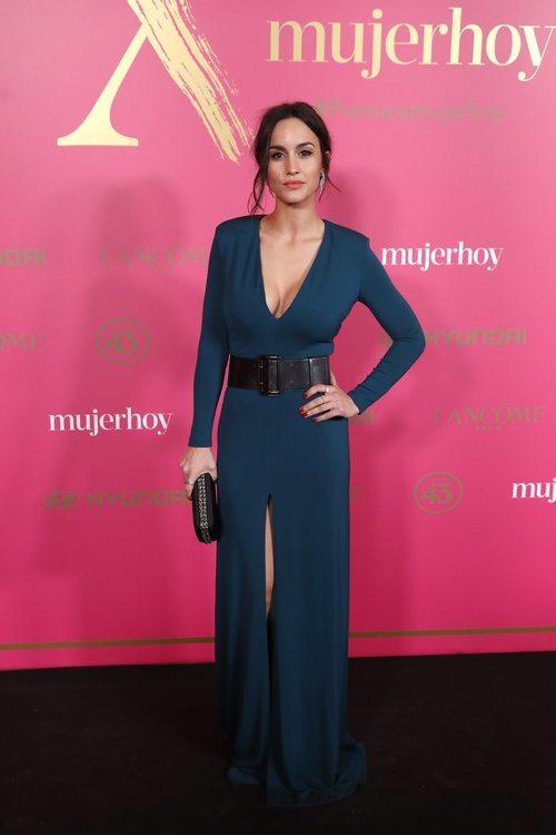 Megan Montaner con vestido azul en la X Edición de los Premios Mujer Hoy