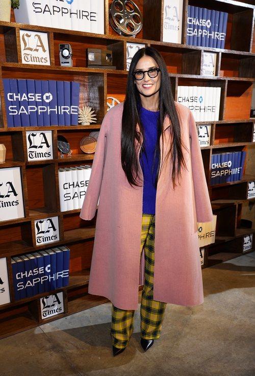 Demi Moore con pantalones de cuadros