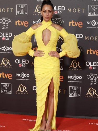 Hiba Abouk con un vestido amarillo en los Premios Goya 2019