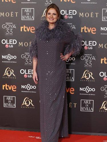 Ainhoa Arteta co un vestido gris en los Premios Goya 2019