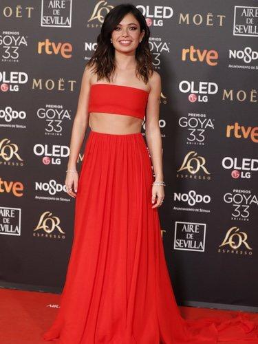 Anna Castillo con un traje dos piezas rojo en los Premios Goya 2019