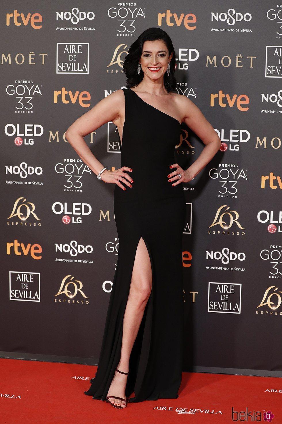 Blanca Romero con un bonito vestido negro en los Premios Goya 2019