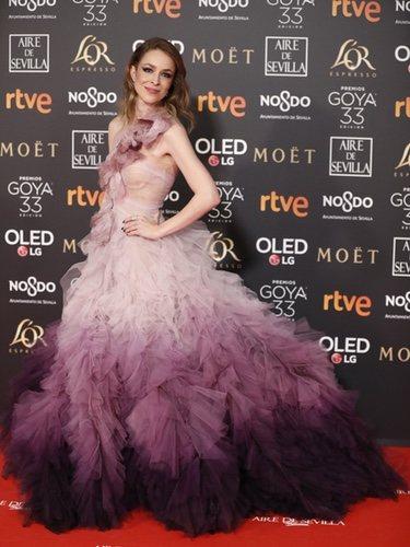 Silvia Abascal con un vestido en tonos morados en los Premios Goya 2019