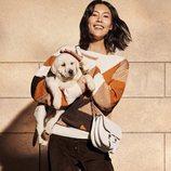 Campaña primavera-verano 2019 Tod´s con Liu Wen jersey de punto y pantalón cuero