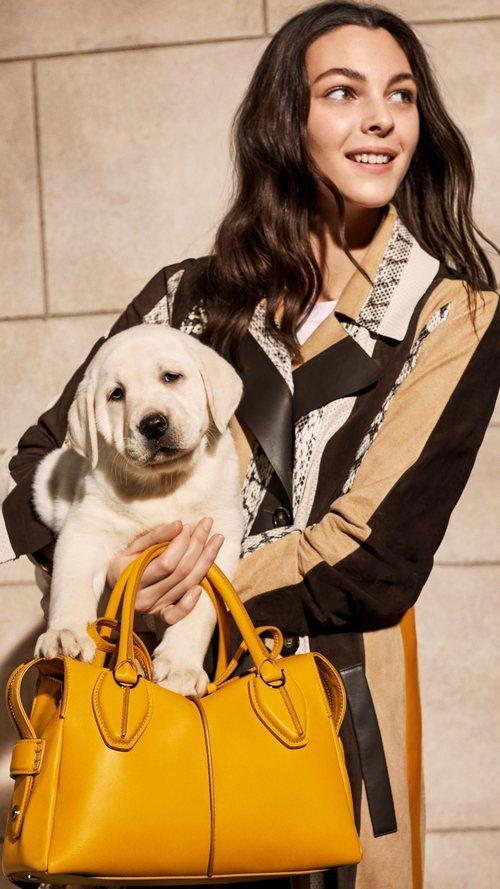Campaña primavera-verano 2019 Tod´s con Vittoria Ceretti y un perro