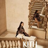Bella Hadid con body y chaqueta de Kith x Versace
