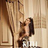 Bella Hadid con un top de Kith x Versace