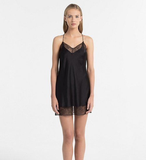 Camisón negro de Calvin Klein para San Valentín 2019