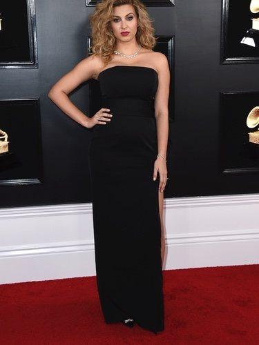 Tori Kelly en la alfombra roja de los Grammy 2019