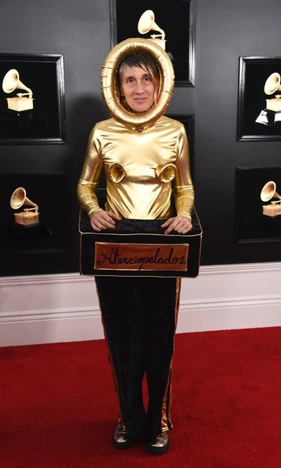 Andrea Echeverry vestida de Grammy
