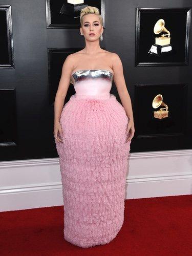 Katy Perry con un pomposo vestido en los Grammy 2019