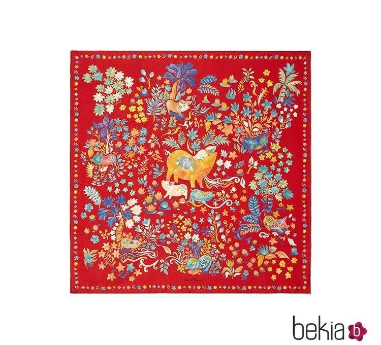 Pañuelo rojo de la colección cápsula Año Nuevo Chino 2019
