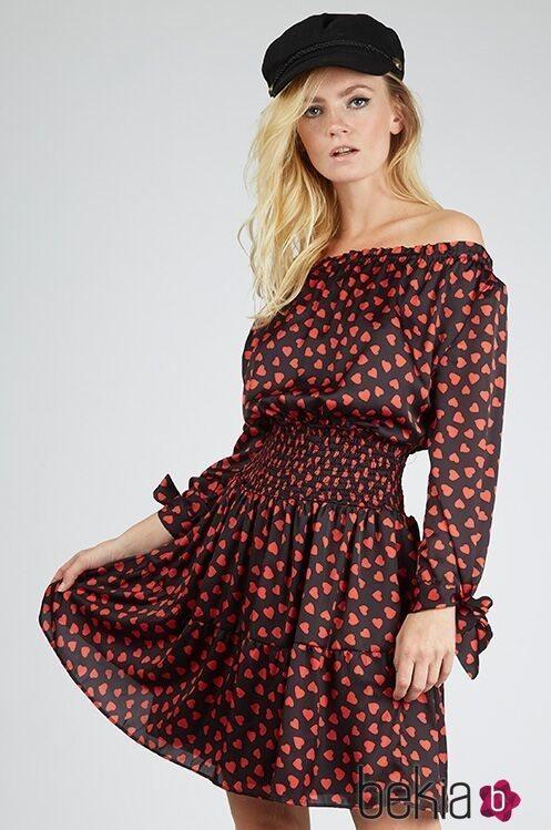 Modelo luciendo un vestido de la colección cápsula para San Valentín de Poète 2019