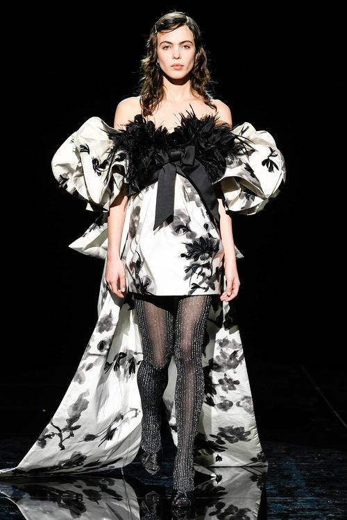 Vestido asimétrico de la temporada de otoño 2019 de Marc Jacobs en la Semana de la Moda de Nueva York 2019