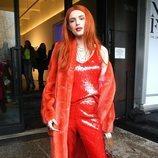 Bella Thorne vestida entera de rojo