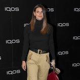 Laura Matamoros muy casual con pantalones beis