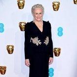 Glenn Close con un vestido largo negro en los BAFTA 2019