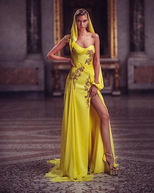 Vestido largo amarillo de la colección primavera/verano 2019 de 'Atelier Versace'