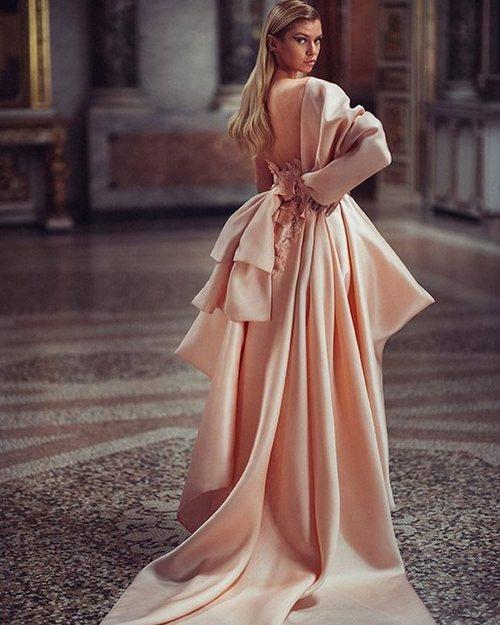 Vestido largo rosa de la colección primavera/verano 2019 de 'Atelier Versace'