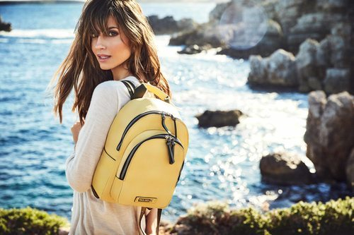 Ariadne Artiles con mochila de la colección SS19 de Pikolinos