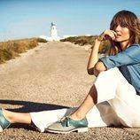 Ariadne Artiles con zapatos en dos tonos de la colección SS19 de Pikolinos