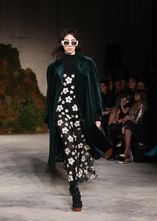 Vestido estampado de la colección otoño/invierno 2019 de Alexa Chung