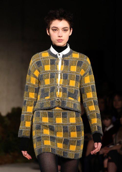 Traje de falda de la colección otoño/invierno 2019 de Alexa Chung