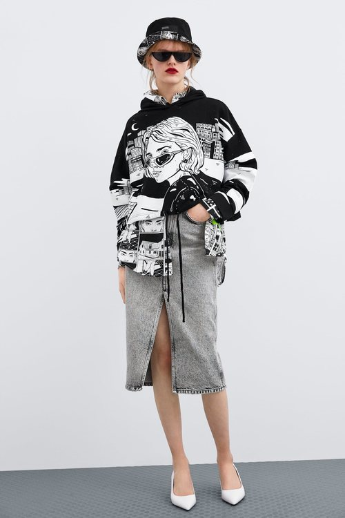 Sudadera oversize negra de Ana Müshell para la colección 'Women in Art' de Zara TRF 2019