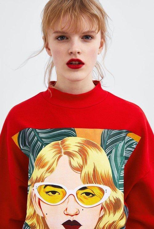 Sudadera roja con cuello de Bijou Karman para la colección 'Women in Art' de Zara TRF 2019