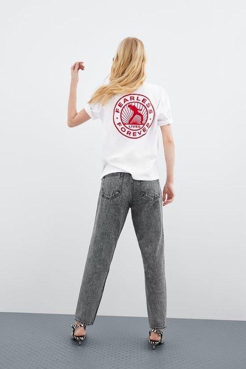 Camiseta blanca inspirada en Queens de la colección 'Women in Art' de Zara TRF 2019