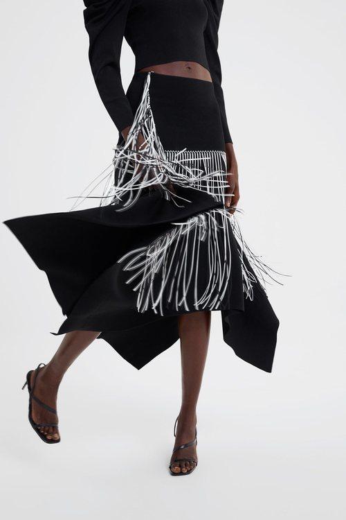 Falda negra flecos blancos Zara primavera-verano 2019