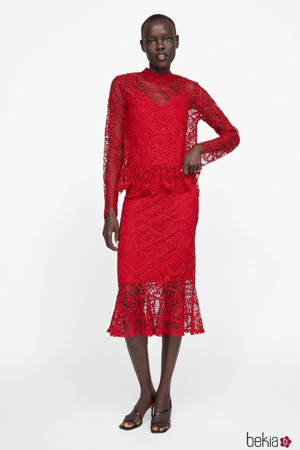 b9548c662 Vestido rojo encaje Zara primavera-verano 2019 - Colección primavera ...