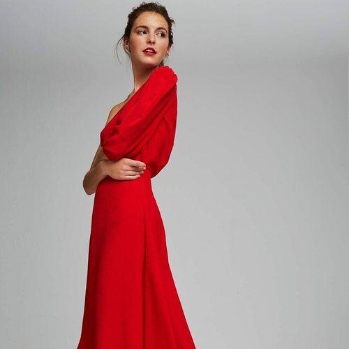 Vestido rojo de la colección de Dolores Promesas colección primavera 2019