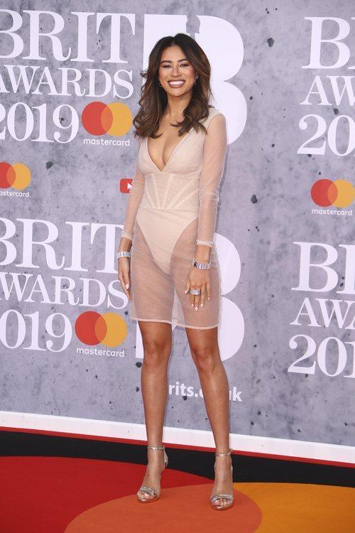 Montana Brown con transparencias en la alfombra roja de los Brit Awards 2019
