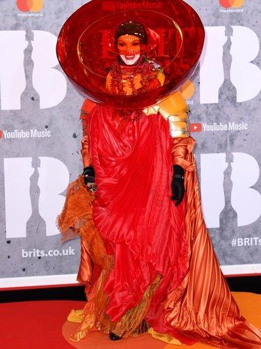 Daniel Lismore muy llamativo en los Brit Awards 2019