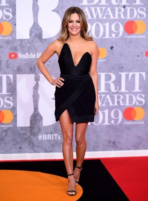 Caroline Flack, de negro en los Brit Awards 2019