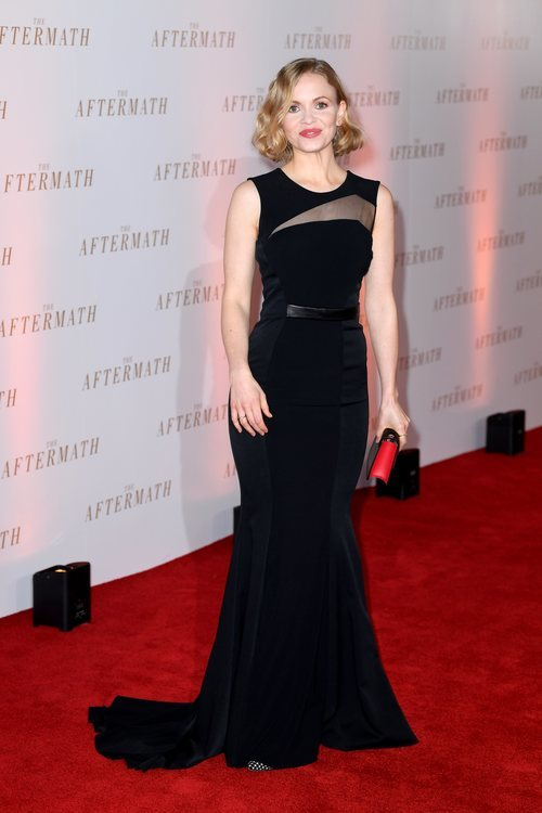 Kate Philips en la premier de 'The Aftermaths' con un vestido negro ajustado