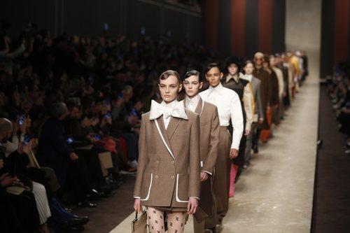 Carrusel de modelos en en el desfile otoño/invierno 2019/2020 de Fendi